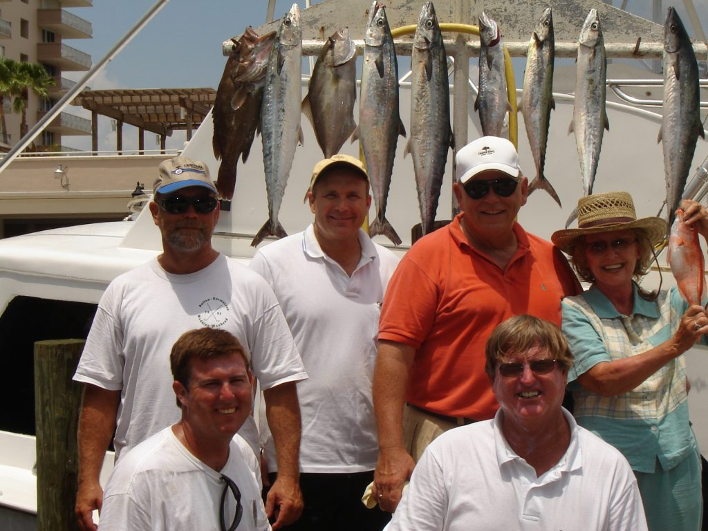 Ft Lauderdale deep sea fishing charter catch and crew standing for a picture.